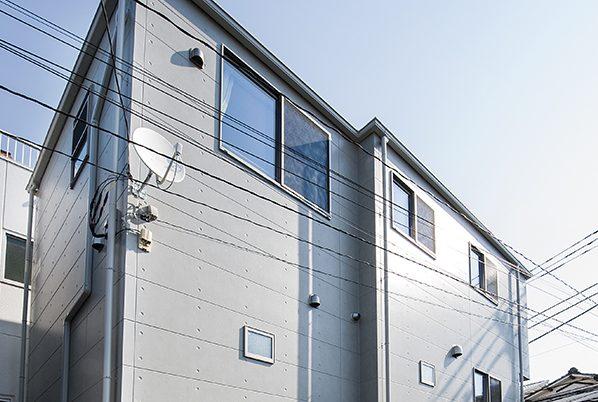 狭小地に建つ完全分離の二世帯住宅